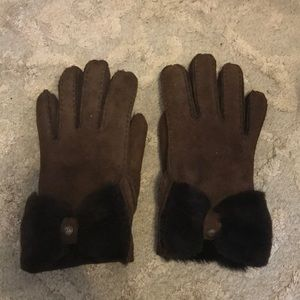 Ugg Brown Bow Gloves Size Small Worn ONCE!